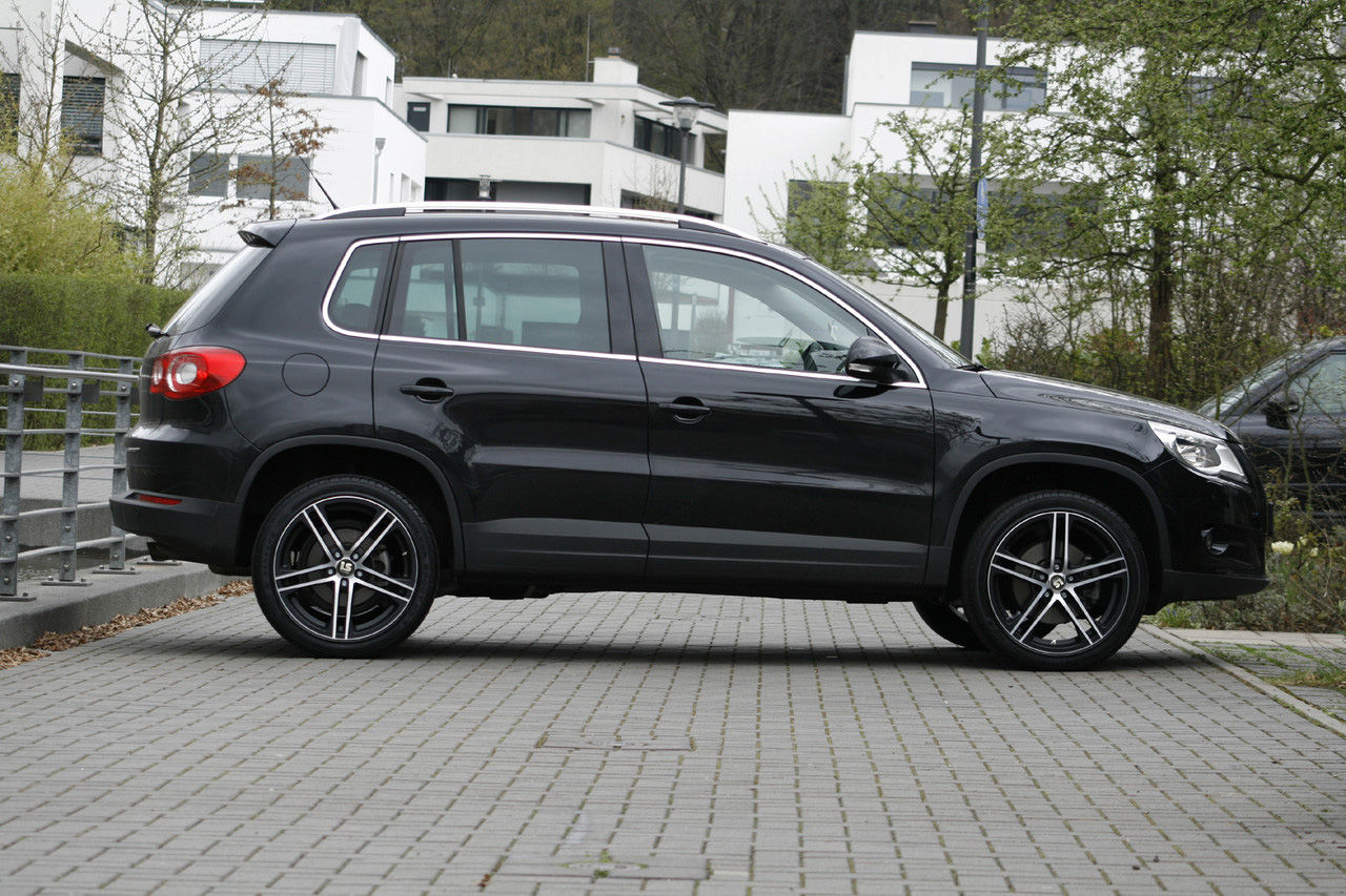 news alufelgen vw tiguan 5n 125kw mit 19zoll felgen. Black Bedroom Furniture Sets. Home Design Ideas